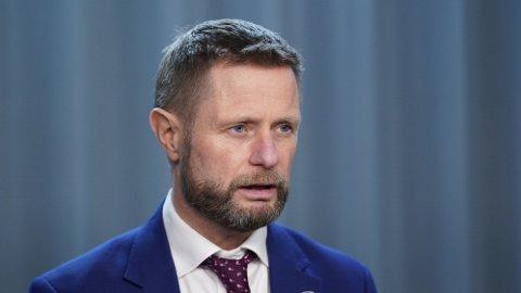 Helse- og omsorgsminister Bent Høie (H) presiserer om koronatiltakene.