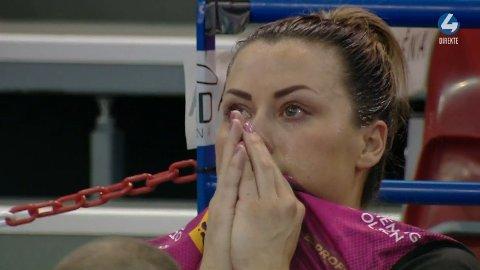 I TÅRER: Tårene trillet hos Nora Mørk etter at hun pådro seg en smell i onsdagens Champions League-kamp.