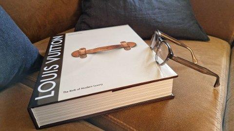 Louis Vuitton-boken er en stor bok.