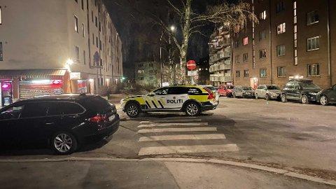 SKUDDEPISODE: Politiet i Oslo jakter tre mistenkte etter at en mann ble skutt på Bjølsen i Oslo lørdag kveld. Foto: Hanna Reppen Kvikstad / Mediehuset Nettavisen.