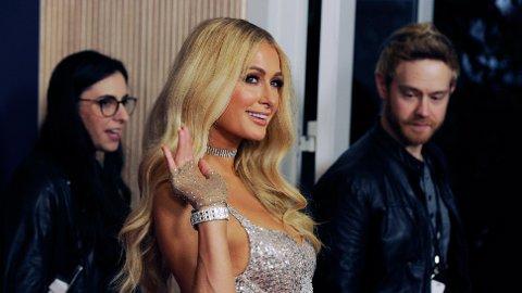 FORLOVET: Paris Hilton skal gifte seg.