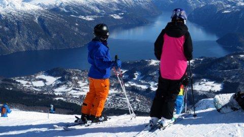FOLK TIL FJELLS: Skal du ha mulighet til å stå på ski i vinterferien må du oppsøke fjellet. Foto: Halvard Alvik / NTB