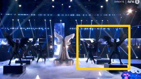 Her står «engelen» TIX med sine dansere, men sceneshowet de norske seerne fikk se kan ikke gjenskapes på helt samme måte i Eurovision-finalen.