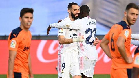 Real Madrids Karim Benzema (t.v.) er ute med skade. Han spiller ikke onsdagens Champions League-kamp mot Atalanta.