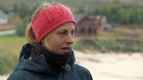 TRIST: Astrid Uhrenholdt Jacobsen tar til tårene når hun tar farvel med de andre deltakerne.