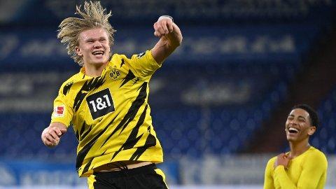 Erling Braut Haaland jubler etter 4-0-seieren mot Schalke 04.