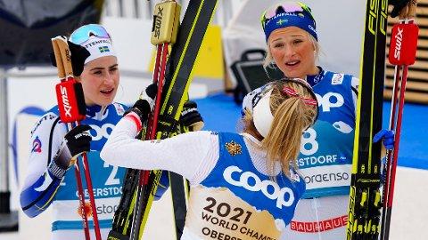 BLE ENIGE: Fria Karlsson og Therese Johaug ble enige om at ingen av dem hadde mer skyld enn den andre da de kolliderte under lørdagens skiathlon i Oberstdorf.