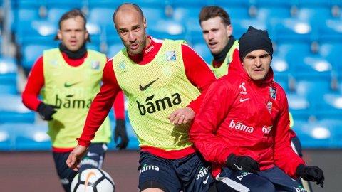 Tore Reginiussen (t.v) har skrevet kontrakt med St. Pauli ut sesongen.