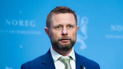 Det er varslet at helse- og omsorgsminister Bent Høie (H) kommer med strengere, nasjonale tiltak.