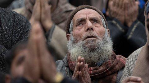 Muslimer i bønn i Kashmir i forrige måned. Islamofobien i verden har nå nådd episke proporsjoner, ifølge FNs spesialrapportør Ahmed Shaheed.