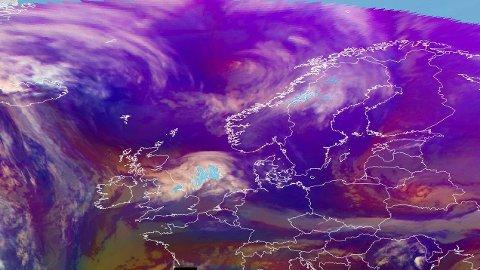 KAN SKAPE UTFORDRINGER: Meteorologene har sendt ut flere farevarsler for mye snø inn over deler av Norge denne uken.