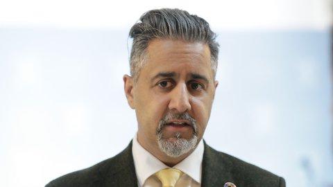 Kultur- og likestillingsminister Abid Raja (V) ber norsk-pakistanske menn skjerpe seg når det gjelder likestilling.