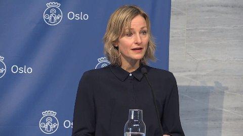 Oslos skolebyråd Inga Marte Thorkildsen på pressekonferansen tirsdag.
