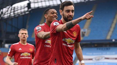 Manchester United og Bruno Fernandes (t.h.) er favoritter mot et kraftig svekket Milan-lag.