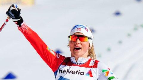 GULLET RANT INN: Therese Johaug var knusende overlegen på lørdagens tremil og vant da sitt fjerde VM-gull. Men koronasesongen blir neppe den beste økonomisk. Foto: Lise Åserud / NTB