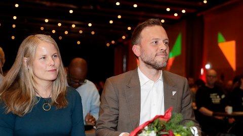 Her er nestleder Kirsti Bergstø sammen med partileder Audun Lysbakken på SVs landsmøte i 2019.