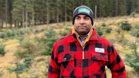 SELGER «NET ZERO»: Anders Kristiansen (40) kjøpte internasjonale klimakvoter for sin gamle arbeidsgiver, men ble mer og mer skeptisk jo mer han leste. Nå planter Trefadder-gründeren trær for selskaper som vil kompensere for egne utslipp.
