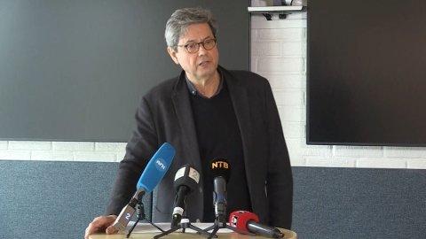 ALVORLIG: Sigurd Hortemo i Legemiddelverket forteller at flere yngre pasienter har fått hudblødning etter å ha fått AstraZeneca-vaksinen.
