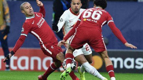 Liverpools Thiago Alcantara (t.v.) kommer mer til sin rett på Liverpools midtbane med Fabinho som makker.