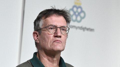 Svenskenes statsepidemiolog Anders Tegnell forteller at Sverige også stanser AstraZeneca-vaksineringen midlertidig.