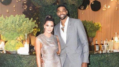 FORLOVET?: Khloe Kardashian og Tristian Thompson sammen under sistnevntes bursdagsfeiring.