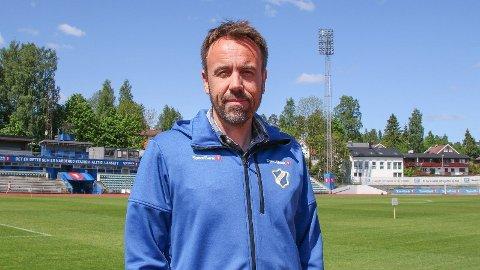Jon Tunold er daglig leder i Stabæk. Han beklager de to spillernes oppførsel.
