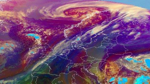 SATELLITTBILDE: Det blir ikke mye sol i Norge i påsken, men noen har bedre utsikter enn andre. Bildet er hentet fra den europeiske organsasjonen for meteorologiske satellitter og viser situasjonen onsdag.