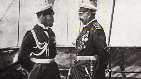 Den tyske keiseren Vilhelm II ønsket å spare drivstoff, og innførte derfor sommertid. Her står han sammen med den russiske keiseren Nicholas II.