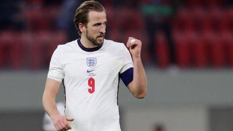 PROTEST? Harry Kane sier en mulig protest er et naturlig samtaletema for de engelske spillerne, men foreløpig har ingenting skjedd. Onsdag tar England imot Polen.