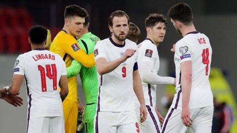 Harry Kane og Declan Rice feirer etter 2-0-seieren mot Albania i helgen. Kane scoret Englands første mål i matchen.