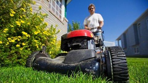 Har du tenkt å klippe gresset i hagen i påsken? Da bør du tenke deg godt om.