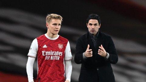 STOROPPGJØR: Arsenal-manager Mikel Arteta og Martin Ødegaard er klar for storoppgjør mot Liverpool på lørdag.