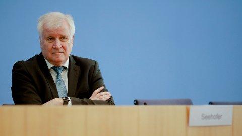 Tysklands innenriksminister Horst Seehofer sier nei til AstraZeneca-vaksinen.