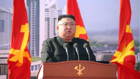 Nord-Koreas leder Kim Jong-un har tidligere sagt at det ikke har vært et eneste tilfelle av covid-19.