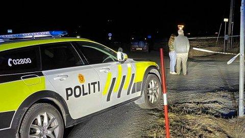Tre personer ble alvorlig skadd da en bil kjørte av veien i Stange kommune. Foto: Aleksander Nordengen Brevig / Hamar Arbeiderblad / NTB