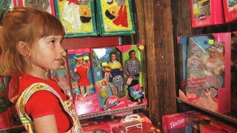 Barbie-dukken har vært et leketøy for barn over hele verden i mange generasjoner.