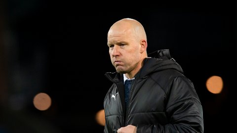 Strømsgodset-trener Henrik Pedersen fikk beholde jobben etter anklager om rasistiske uttalelser overfor en ansatt.