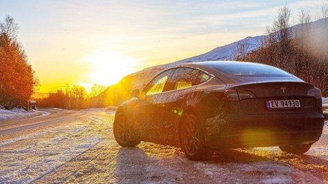 POPULÆRT: Tesla Model 3 var den klart mest solgte bilen i mars.