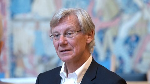 Høyre-politiker James Stove Lorentzen mener det haster å få på plass løsninger som hjelper ekstremister ut av miljøer med radikalisering, vold og terror.