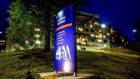 RESTRIKSJONER: Selv om alle beboerne på Oslos sykehjem nå er fullvaksinerte, er det fortsatt strenge restriksjoner både for beboere, ansatte og pårørende som kommer på besøk blant annet her på Hovseterhjemmet.