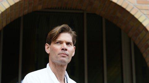 Overlege og professor Pål André Holme har vært helt klar på at det er en sammenheng mellom blodpropptilfellene og AstraZeneca-vaksinen.