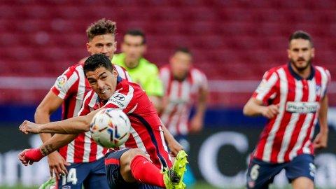 Luis Suarez har vært bunnsolid for Atletico Madrid denne sesongen, men soner karantene i kveldens bortekamp mot Real Betis.