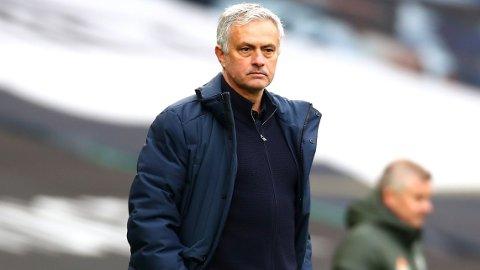 FRUSTRENDE AFTEN: Søndag ble en frustrerende aften for Jose Mourinho da Manchester United ble for sterke.