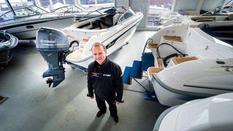 ENORM PÅGANG: Til tross for minusgrader de siste tre ukene, har daglig leder Bjørnar Aas i Kjøkøysund Marina aldri opplevd en liknende pågang etter både nye og brukte båter som nå.