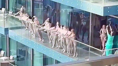 Flere kvinner ble arrestert i Dubai etter at videoer og bilder av flere nakne kvinner på en terrasse gikk viralt på sosiale medier.