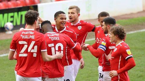 Daryl Dike og resten av Barnsley jubler etter scoring mot Middlesbrough hjemme på Oakwell 10. april. Lørdag venter ny kamp mot Rotherham.