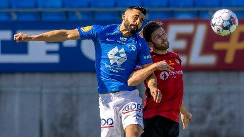 Etzaz Hussain (t.v.) i hodeduell mot Stjørdals-Blinks Morten Strand i sist helgs treningskamp på Aker stadion. Hussain ble matchvinner da Molde vant 2-1.
