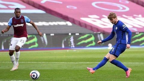 PERFEKT TIMING: Chelsea-angriper Timo Werner avsluttet et flott angrep som ga de blåkledde det vitkige ledermålet like før pause.