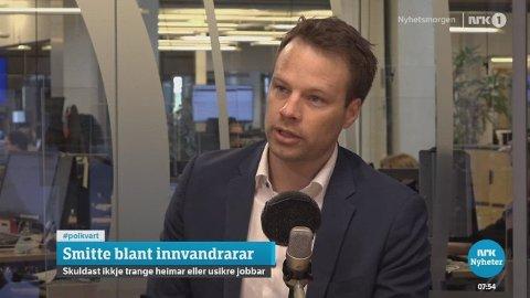 Frps innvandringspolitiske talsmann Jon Helgheim kritiserer byrådet i Oslos håndtering av smitten blant innvandrere.