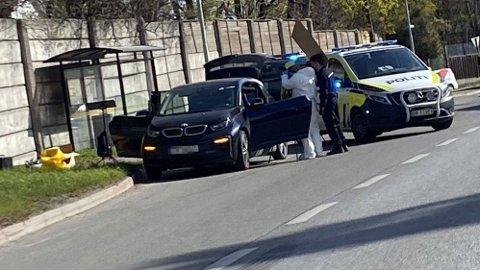 PÅGREPET: Politiet undersøker bilen til mannen som er mistenkt for drap.